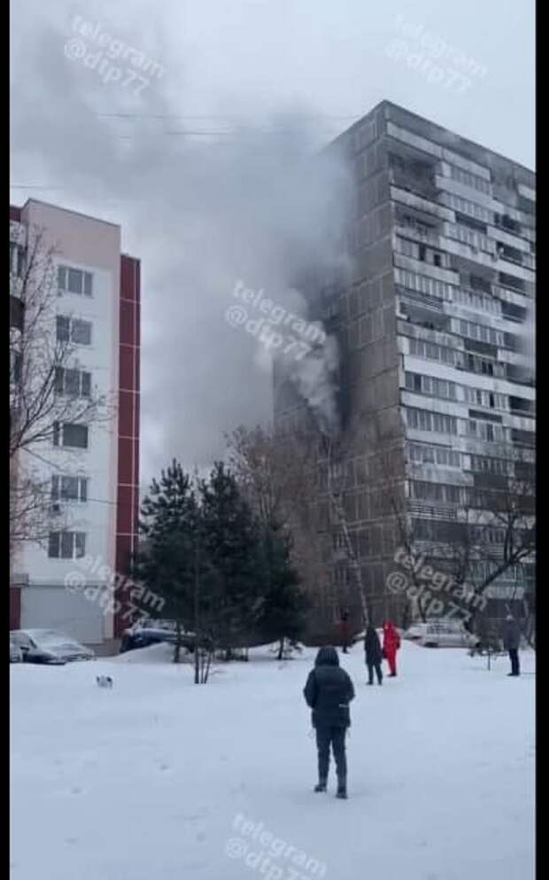 Спасатели потушили возгорание в многоэтажке на набережной Новикова-Прибоя