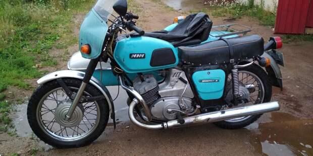 На этот Советский мотоцикл была установлена необычная полуавтоматическая коробка передач, ИЖ Юпитер 4