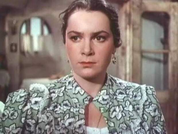Элина Быстрицкая в роли Аксиньи в фильме *Тихий Дон*, 1957-1958   Фото: kino-teatr.ru