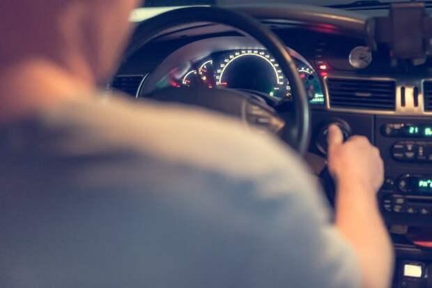 В аварии на Дыбенко виноват водитель — итоги опроса читателей газеты