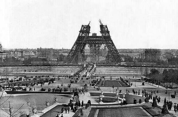 7. Снимок сделан в 1880-х годах во время строительства Эйфелевой башни