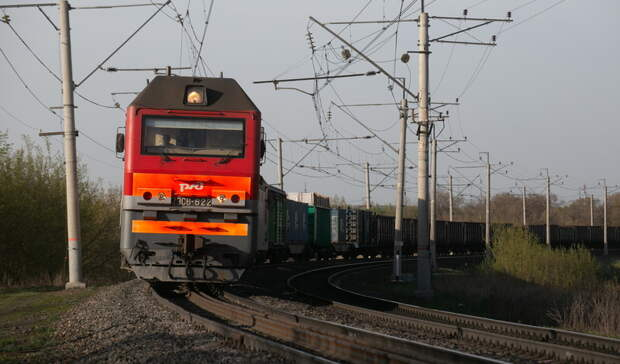 79-летняя бабушка пострадала на железной дороге, переходя пути в неположенном месте
