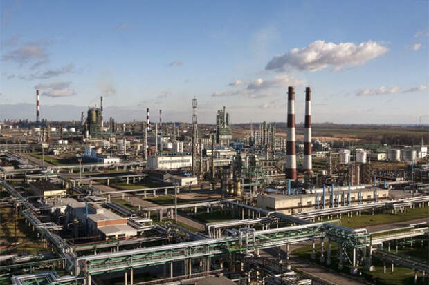 """""""Газпром нефть"""" перенастроит свои НПЗ на нефтехимию"""