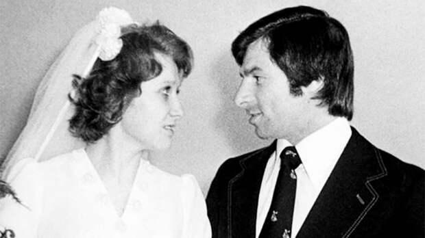 Какой была свадьба советского хоккеиста Харламова. 150 гостей, ресторан в «Интуристе» и никакого медового месяца