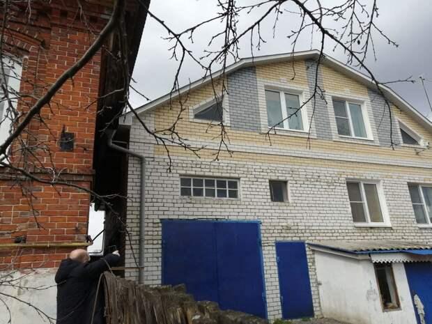 Администрация Богородска дала месяц на реконструкцию водостока, затопляющего дом отца-одиночки с сыном-инвалидом