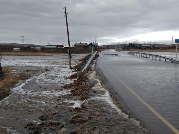 Режим ЧС могут ввести в 4 районах Забайкалья из-за подтопления дорог