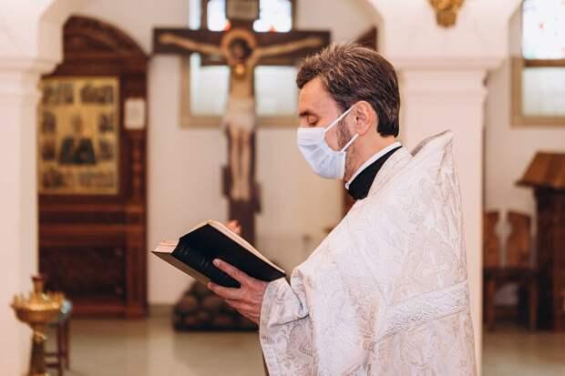 Священник устал имитировать исповедь, его пламенная речь взбудоражила прихожан