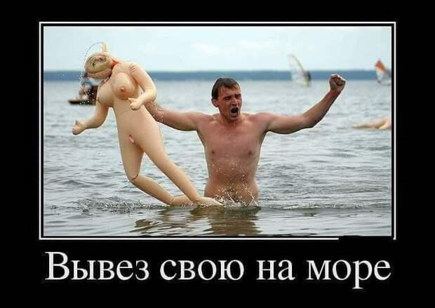 Парень и девушка занимаются спортивной ходьбой, девушка очень нравится парню...