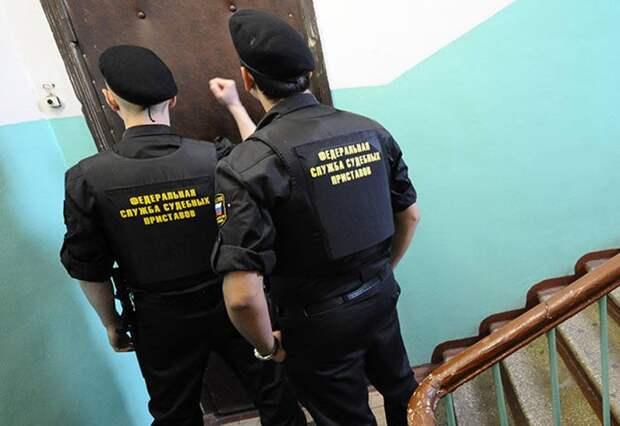 Микроволновку, телевизор, телефон и аэрогриль арестовали у должников за ЖКУ в Северном