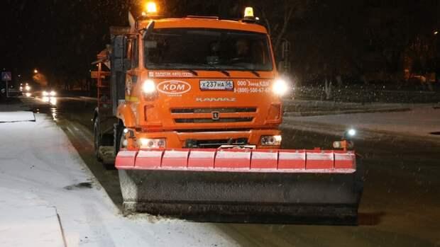 В Оренбурге в ночь на 19 ноября снег убирали 55 спецмашин
