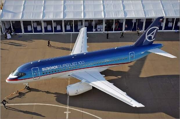 Модель самолета Сухой Суперджет-100. Фото album.foto.ru