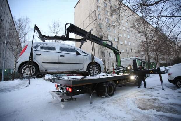 В Отрадном эвакуировали машину в счёт почти полумиллионного долга за ЖКУ