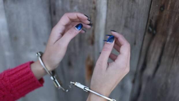 Силовики задержали чиновницу из Улан-Удэ по подозрению в коррупции