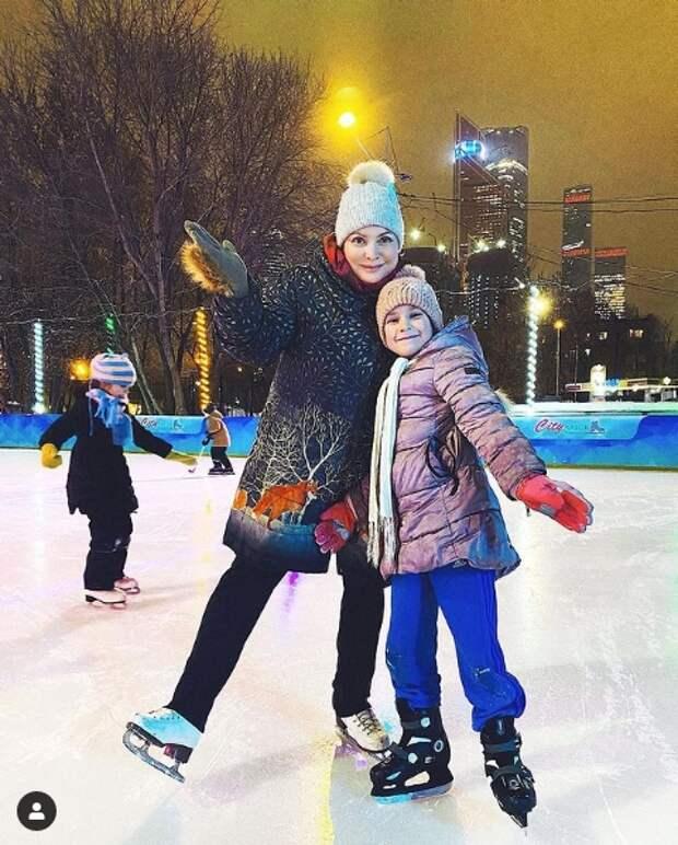 светлана пермякова с дочерью на катке