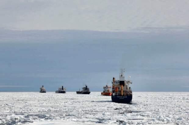 Посол МИД объяснил, зачем Россия восстанавливает военные объекты в Арктике