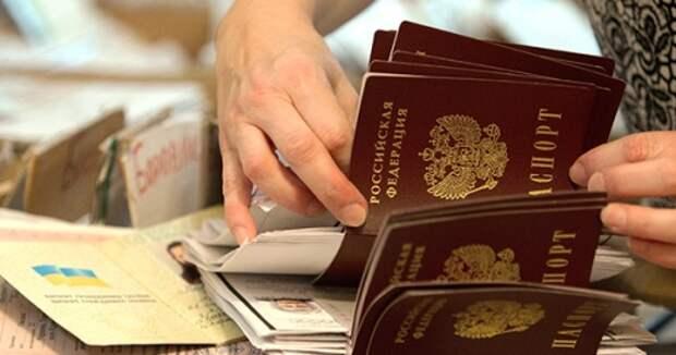 Вам паспорт не положен: как крымчане узнают, что они не граждане России