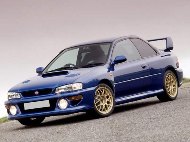 Синяя Subaru на золотистых дисках – Subaru Impreza в раллийном окрасе. | Фото: drom.ru.