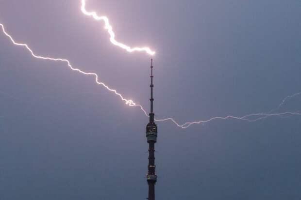 молния поражает Останкинскуютелебашню в среднем 40-50 раз в год