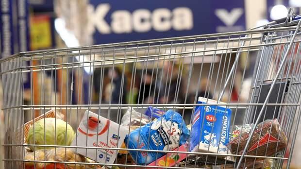Тележка с продуктами в магазине - РИА Новости, 1920, 09.05.2021
