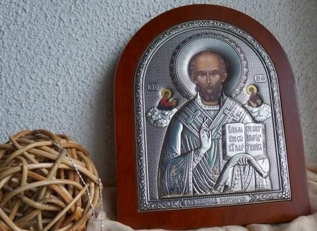 Икона с МирликийскиМ чудотворцем