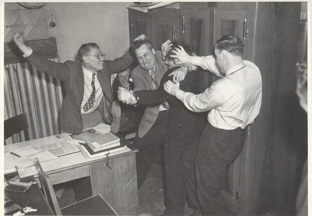Сотрудники фотоотдела журнала «Огонек» в свободное время Неизвестный автор, 1952 год, г. Москва, МАММ/МДФ.