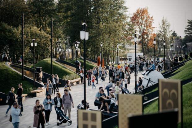 Весь Петербург съехался на литературно-музыкальный фестиваль в Кронштадте