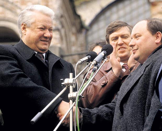 Все законы и указы 90-х в Россию привозили из США на английском языке