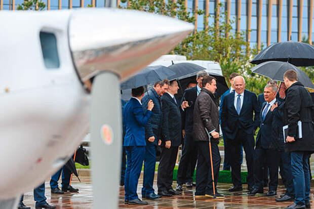 Первый камень в основание будущего завода заложили в мае 2019 года президент Татарстана Рустам Минниханов и гендиректор «Ростеха» Сергей Чемезов