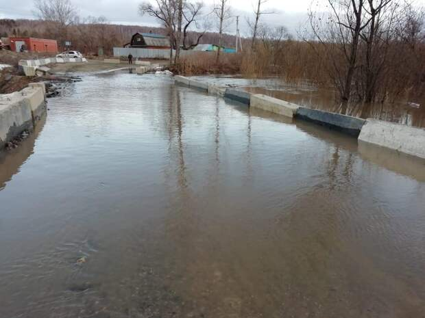 Дорогу под Новосибирском временно закрыли из-за паводка: фото, как сейчас выглядит этот участок