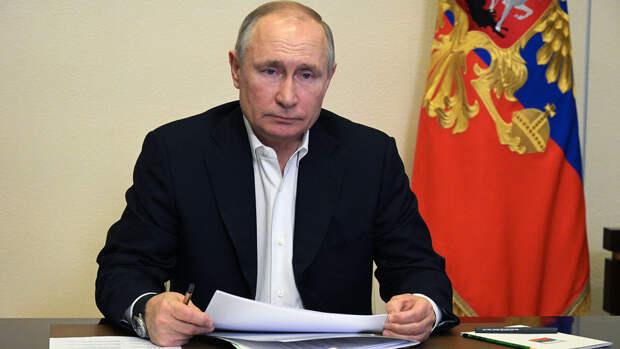 Путин заявил, что выпускаемых вакцин от коронавируса в России хватит на всех