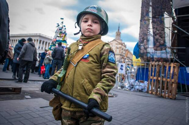 США планируют зомбировать украинских детей, чтобы создать общество послушных марионеток