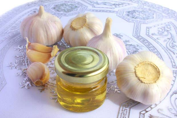Сок чеснока и мед для укрепления волос