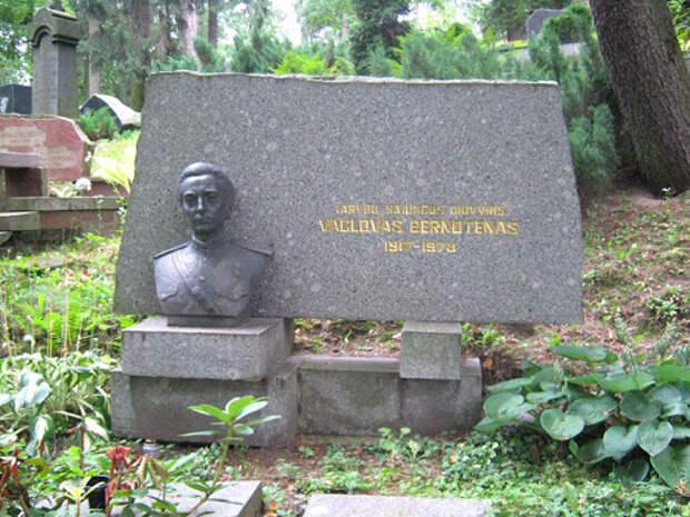 Герой Советского Союза Бернотенас Вацловас Вацлович :: Герои страны