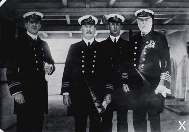 Капитан Эдвард Дж. Смит (крайний спра...