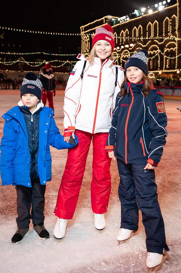 На льду: Надежда Михалкова, Олег Меньшиков и Филипп Киркоров