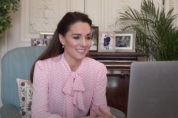 Кейт Миддлтон заметили в блузке десятилетней давности