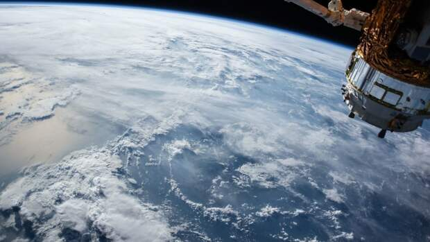 Рядом с МКС замечено НЛО, похожее на объект с библейской картины