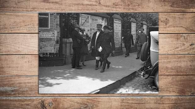Сталин (слева) и Киров (справа) направляются на заседание XVI съезда ВКП(б). Коллаж © L!FE. Фото: © РИА Новости/Георгий Петрусов