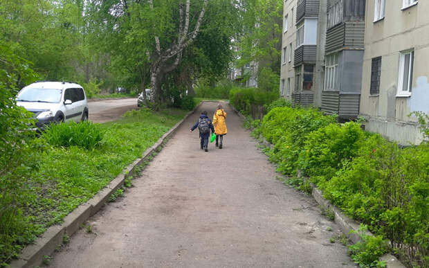 Родители рассказали об отсутствии забора вокруг школы на рязанской окраине