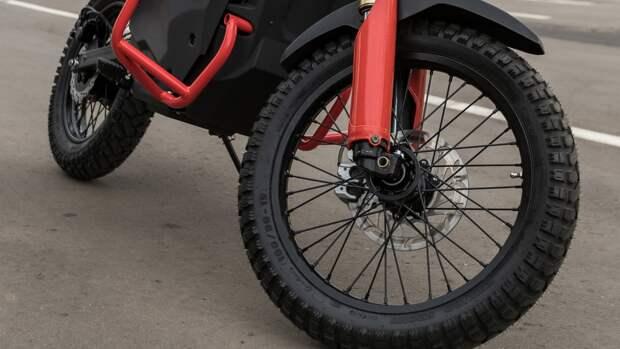 Иномарка сбила байкера в Петербурге