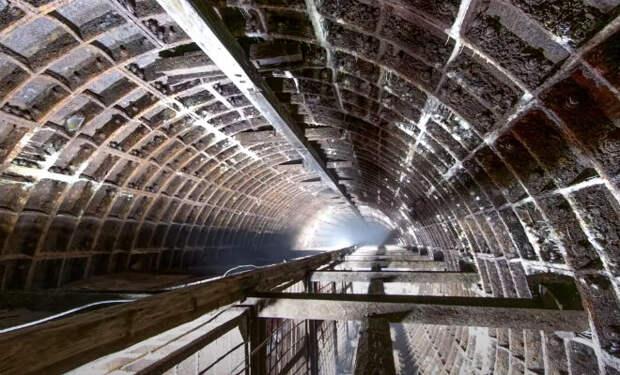 Путь вниз занял целый час: черные копатели спустились в хранилище Госрезерва СССР