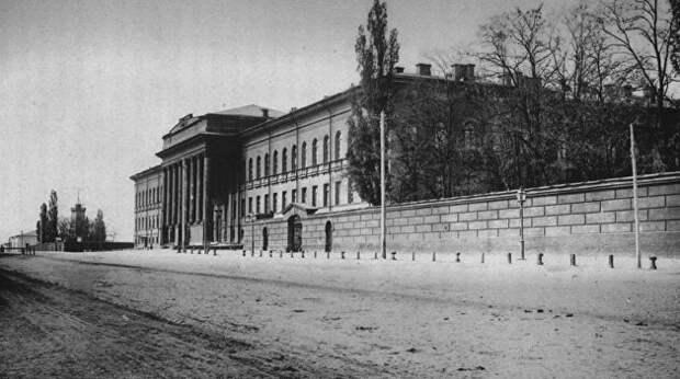 27 июля 1834 г. назло полякам в Киеве открылся университет Святого Владимира