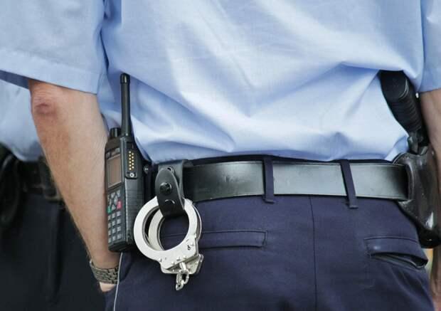 На севере Москвы сотрудники полиции задержали подозреваемого в хранении наркотиков