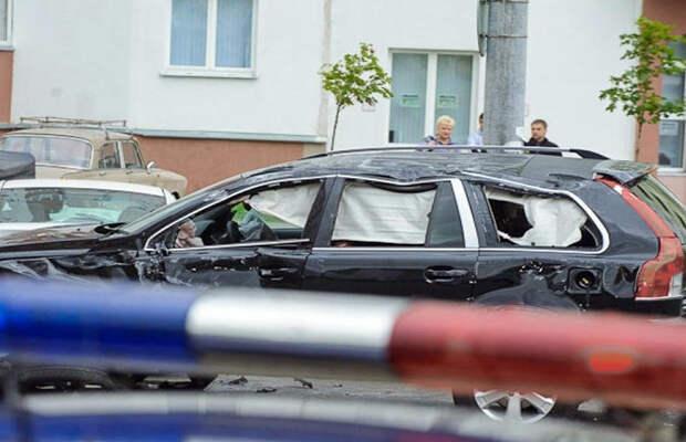 За ВДВ! В Волгограде мстительный пенсионер на ГАЗ-21 протаранил 12 элитных внедорожников чиновников