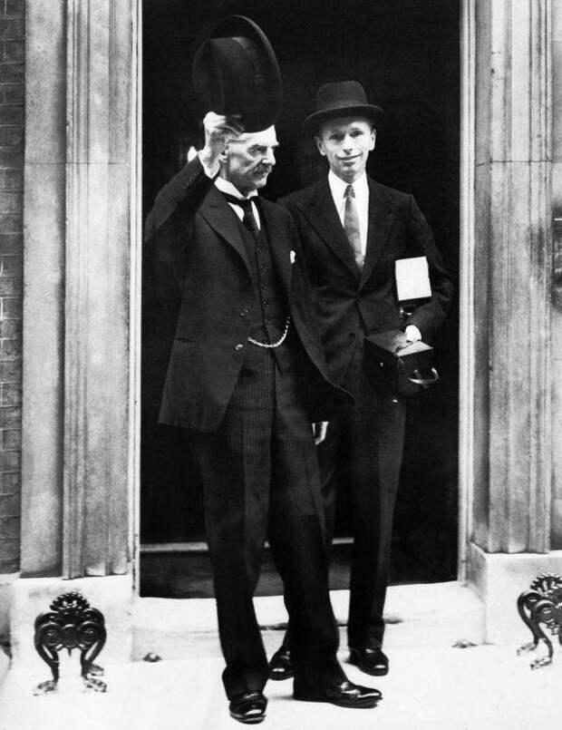 Почему Англия и Франция действовали в интересах Гитлера и США