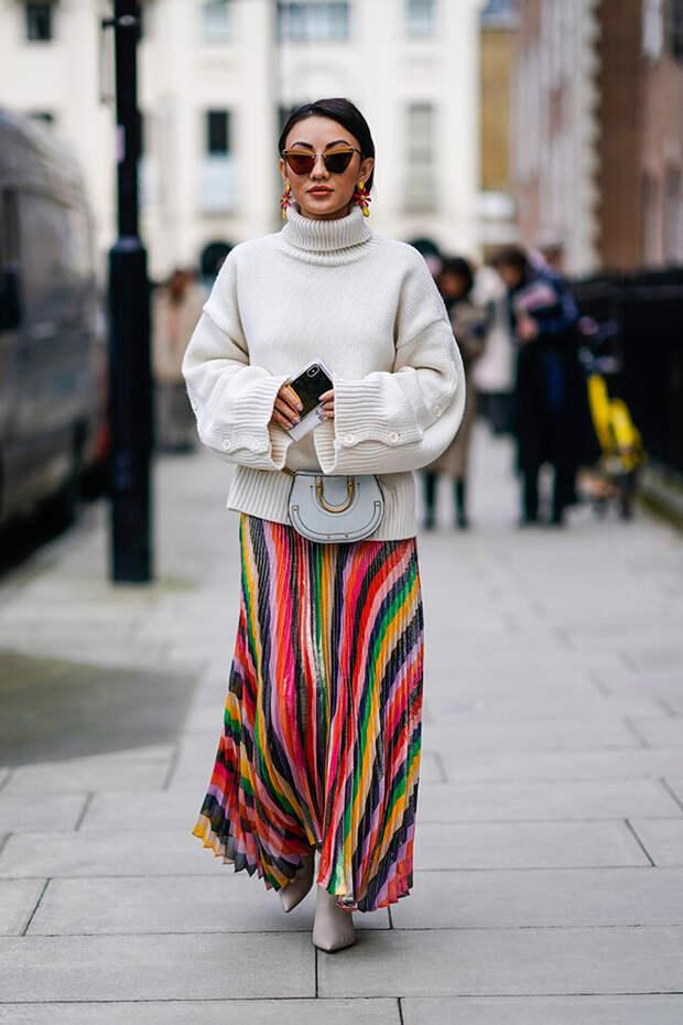 Как носить юбку со свитером и не казаться простушкой - советы стилиста