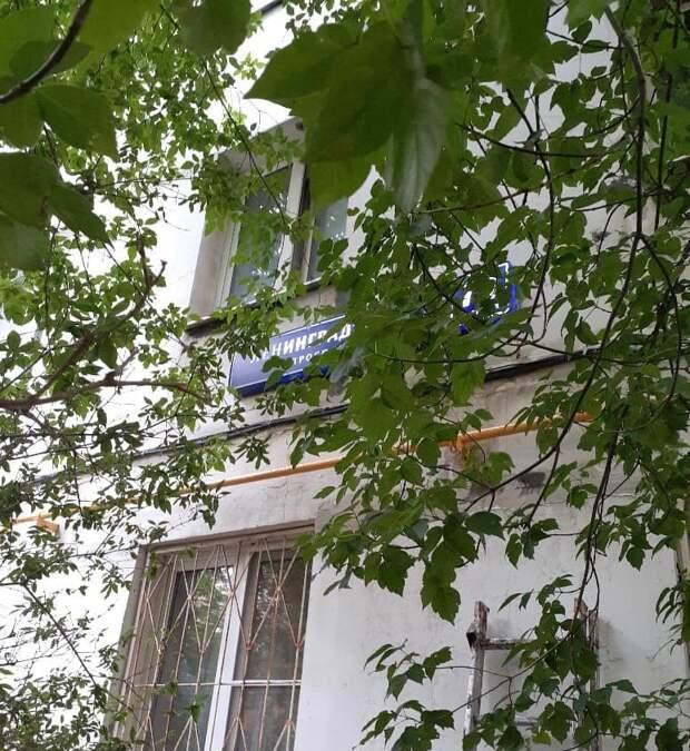 Подсветку адресной таблички дома на Ленинградке восстановили — управа
