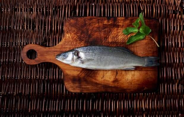 рыба на столе