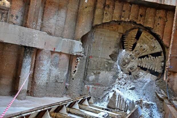 Рабочие завершили работу над еще одним тоннелем БКЛ