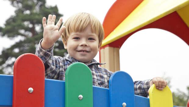 В Подмосковье почти полностью выполнили программу по установке детских площадок